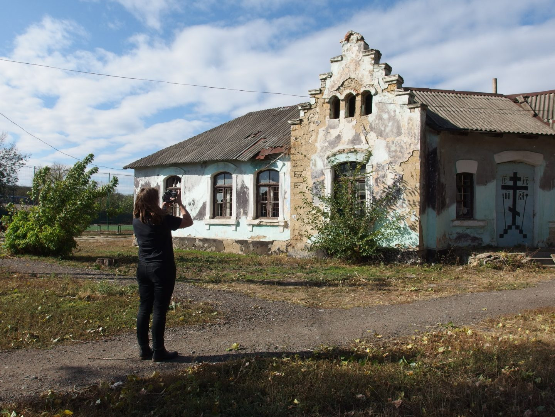 Одесские корни, кубинские витрины, памятник апельсину: о чем рассказала британская художница Кэтрин Лозинг