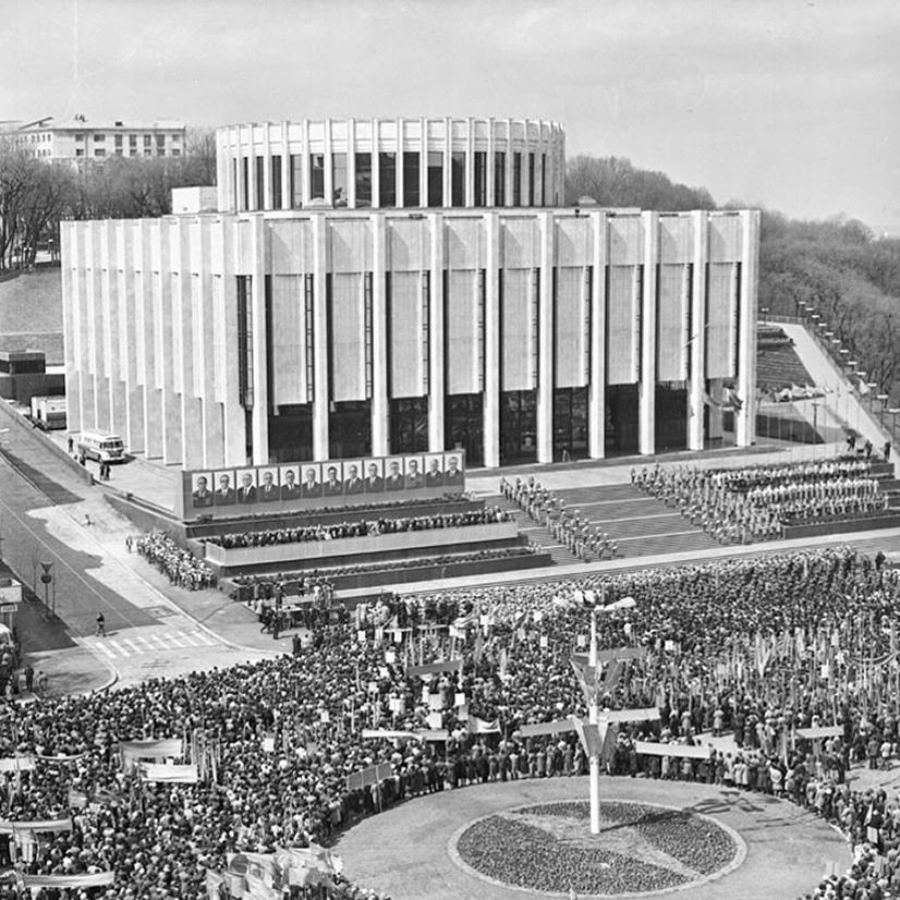 Український Дім на Європейській площі: яке наповнення відповідатиме назві?