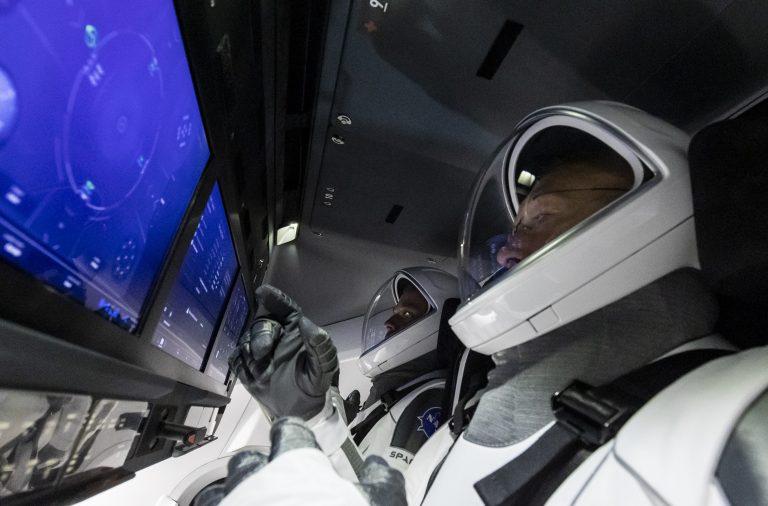 Запуск Crew Dragon відкладено через погану погоду